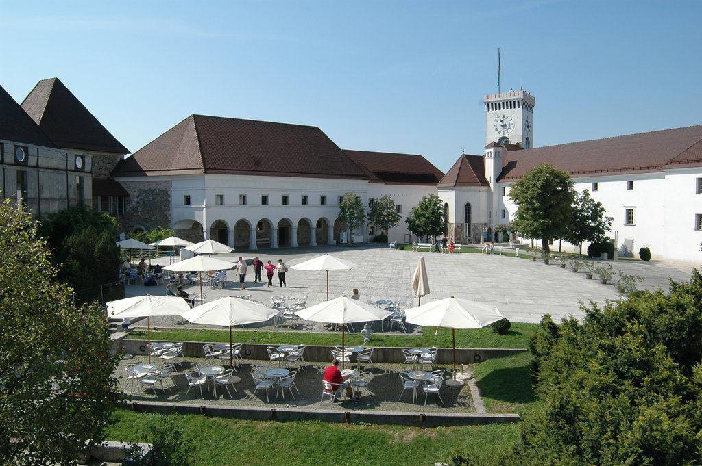 Ljubljana castle yard. Author: Dunja Wedam. Source: Turizem Ljubljana